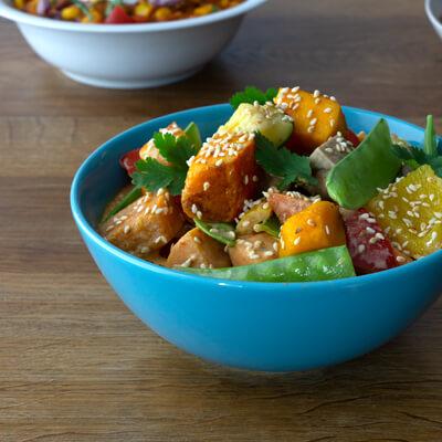 Lunch Catering - Blaue Schale mit veganem Hot Pot