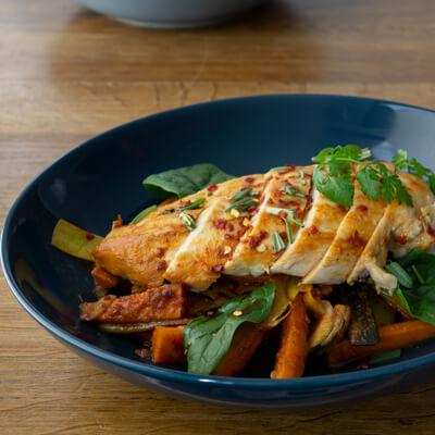 Lunch Catering - Mexican Chicken mit buntem Gemüse und gegrillter Hühnchenbrust geschnitten